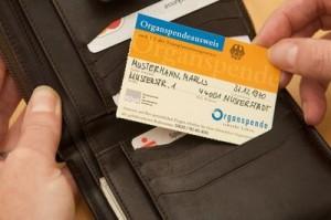 Deutschland hat seine Not mit der Organspende. Zukünftig ist geplant, das Thema Organspende zu einem verpflichtenden Bestandteil im Rahmen von Erste-Hilfe-Kursen zu machen