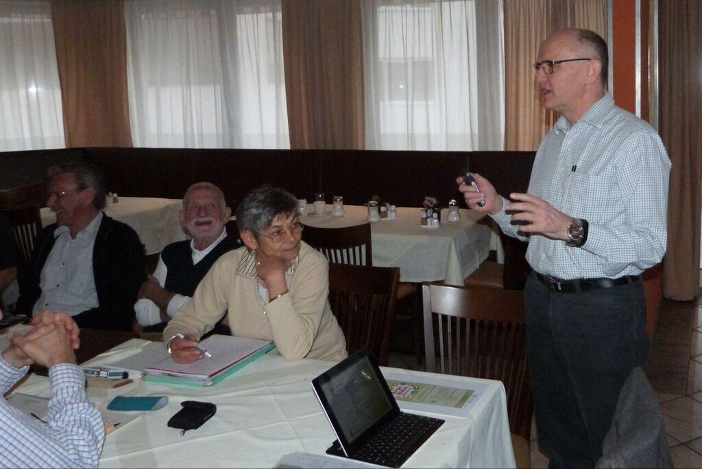 Rudolf Brettbacher, Präsident der Arge Niere Österreich begrüßte in Kufstein die Tagungsteilnehmer und eröffnete die Arbeitssitzung [@VNOÖ/Chrisitan Deimel]