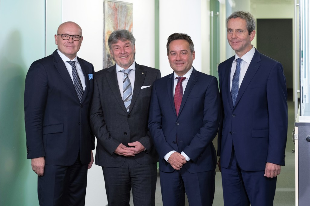 v.l.): Prim. Univ.-Prof. Dr. Christian Lampl (BHS); Mag. Raimund Kaplinger (Elisabethinen), MMag. Walter Kneidinger (BHS), Dr. Stefan Meusburger, MSc. (Elisabethinen) Bildquelle: Werner Harrer